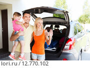 Купить «happy family with hatchback car at home parking», фото № 12770102, снято 11 августа 2015 г. (c) Syda Productions / Фотобанк Лори
