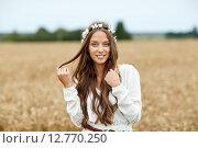 Купить «smiling young hippie woman on cereal field», фото № 12770250, снято 27 августа 2015 г. (c) Syda Productions / Фотобанк Лори