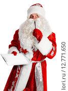Купить «Дед Мороз с планшетом в руках на белом фоне», фото № 12771650, снято 14 декабря 2019 г. (c) Сергей Петерман / Фотобанк Лори