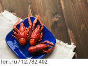 Купить «Тарелка с красными вареныаи раками», фото № 12782402, снято 29 сентября 2015 г. (c) Инга Макеева / Фотобанк Лори