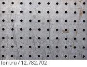 Текстура листовой нержавеющей стали с круглыми отверстиями. Стоковое фото, фотограф Дарья Андрианова / Фотобанк Лори