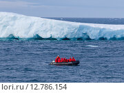 Купить «Лодка с туристами у среди айсбергов», фото № 12786154, снято 18 августа 2015 г. (c) Николай Гернет / Фотобанк Лори