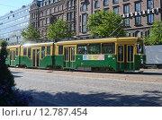 Трамвай на улице города. Хельсинки (2015 год). Редакционное фото, фотограф Данилова Наталья / Фотобанк Лори