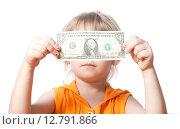 Купить «Девочка держит долларовую купюру», фото № 12791866, снято 5 апреля 2015 г. (c) Андрей Брусов / Фотобанк Лори