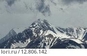 Заснеженные горные вершины и облака, timelapse. Стоковое видео, видеограф Михаил Коханчиков / Фотобанк Лори