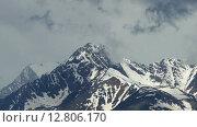 Купить «Заснеженные горные вершины в облаках», видеоролик № 12806170, снято 22 сентября 2015 г. (c) Михаил Коханчиков / Фотобанк Лори