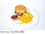 Блюдо быстрого питания. Стоковое фото, фотограф Скулков Павел Олегович / Фотобанк Лори