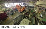 Купить «Машинное отделение завода, вид сверху», видеоролик № 12817446, снято 6 октября 2015 г. (c) Алексей Жарков / Фотобанк Лори