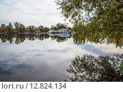 Купить «Река Гусь. Гусь-Хрустальный», фото № 12824134, снято 22 сентября 2015 г. (c) Василий Аксюченко / Фотобанк Лори