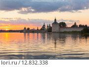 Красивый закат на Сиверском озере у Кирилло-Белозерского монастыря, фото № 12832338, снято 9 августа 2015 г. (c) Николай Мухорин / Фотобанк Лори