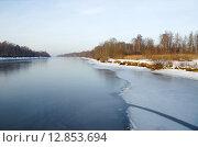 Купить «Первый лед на канале имени Москвы», эксклюзивное фото № 12853694, снято 27 декабря 2013 г. (c) Елена Коромыслова / Фотобанк Лори