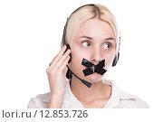 Девушка в наушниках с телефонной гарнитурой и заклеенным ртом. Стоковое фото, фотограф Иван Траймак / Фотобанк Лори