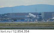Купить «Airplane take-off», видеоролик № 12854354, снято 4 сентября 2015 г. (c) Игорь Жоров / Фотобанк Лори