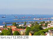 Купить «Грузовые корабли стоят на рейде в Мраморном море в Стамбуле, Турция», фото № 12859238, снято 13 мая 2015 г. (c) Наталья Волкова / Фотобанк Лори
