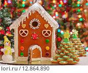 Пряничный домик. Стоковое фото, фотограф A_ksenya / Фотобанк Лори