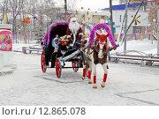 Город Тюмень. Дед Мороз на улицах города (2013 год). Редакционное фото, фотограф Александр Тараканов / Фотобанк Лори