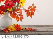 Купить «Still life with a autumn flowers and leaves», фото № 12865170, снято 5 октября 2015 г. (c) Майя Крученкова / Фотобанк Лори