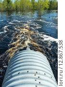 Купить «Труба с потоком весенней талой воды», фото № 12867538, снято 23 мая 2015 г. (c) Икан Леонид / Фотобанк Лори