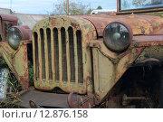 Капот, фара, колесо и крыло старого автомобиля ГАЗ-67 (2015 год). Редакционное фото, фотограф Косоуров Юрий / Фотобанк Лори
