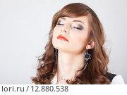"""Купить «Макияж """"смоки-айс"""" на лице модели», фото № 12880538, снято 19 ноября 2018 г. (c) Efanov Aleksey / Фотобанк Лори"""