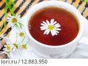 Купить «Чай с ромашкой», фото № 12883950, снято 6 октября 2015 г. (c) Алёшина Оксана / Фотобанк Лори