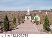 Купить «Храмовый комплекс в городе Ессентуки. Центральная аллея», эксклюзивное фото № 12900718, снято 6 октября 2015 г. (c) Svet / Фотобанк Лори