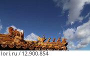 Кровельные украшения в Юнхэгун (Храм Лама) в Пекине, Китай (2015 год). Стоковое видео, видеограф Владимир Журавлев / Фотобанк Лори