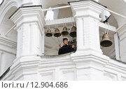 Купить «Звонарь звонит в колокола на шатровой колокольне Свято Благовещенского мужского монастыря в Муроме», эксклюзивное фото № 12904686, снято 26 мая 2013 г. (c) Алёшина Оксана / Фотобанк Лори