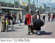 Рыцарские бои на улицах Новосибирска (2015 год). Редакционное фото, фотограф Вячеслав Варбасевич / Фотобанк Лори