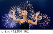 Купить «smiling woman raising hands up over firework», фото № 12907162, снято 1 июня 2014 г. (c) Syda Productions / Фотобанк Лори
