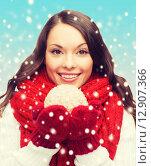 Купить «woman in scarf and mittens with christmas ball», фото № 12907366, снято 22 сентября 2013 г. (c) Syda Productions / Фотобанк Лори