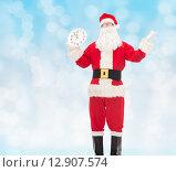 Купить «man in costume of santa claus with clock», фото № 12907574, снято 10 сентября 2014 г. (c) Syda Productions / Фотобанк Лори