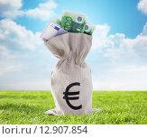 Купить «close up of euro paper money in bag outdoors», фото № 12907854, снято 30 июля 2015 г. (c) Syda Productions / Фотобанк Лори