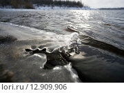 Купить «Кромка льда у воды», фото № 12909906, снято 15 октября 2015 г. (c) Алексей Маринченко / Фотобанк Лори