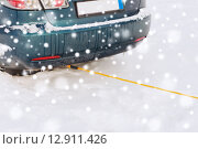 Купить «closeup of towed car with towing rope», фото № 12911426, снято 16 января 2014 г. (c) Syda Productions / Фотобанк Лори
