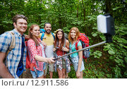 Купить «friends with backpack taking selfie by smartphone», фото № 12911586, снято 25 июля 2015 г. (c) Syda Productions / Фотобанк Лори