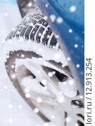 Купить «closeup of car wheel», фото № 12913254, снято 16 января 2014 г. (c) Syda Productions / Фотобанк Лори
