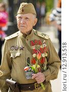 Купить «Ветеран Великой Отечественной войны. 9 мая 2015 года», эксклюзивное фото № 12913518, снято 9 мая 2015 г. (c) Михаил Ворожцов / Фотобанк Лори