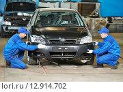 Купить «auto mechanic repair car body», фото № 12914702, снято 14 ноября 2013 г. (c) Дмитрий Калиновский / Фотобанк Лори