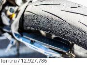 Изношенная мотоциклетная шина. Стоковое фото, фотограф Иван Маркуль / Фотобанк Лори