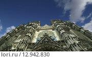 Купить «Готический собор Святого Гатьена (построен между 1170 и 1547), Тур, Франция», видеоролик № 12942830, снято 24 октября 2015 г. (c) Владимир Журавлев / Фотобанк Лори
