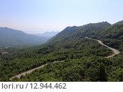 Купить «Серпантин Черногорских гор», эксклюзивное фото № 12944462, снято 16 июля 2015 г. (c) Алексей Гусев / Фотобанк Лори