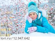 Купить «Девочка играет в зимнем парке», фото № 12947642, снято 25 октября 2015 г. (c) Икан Леонид / Фотобанк Лори
