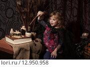 Купить «Маленькая ведьма колдует», фото № 12950958, снято 1 ноября 2014 г. (c) Останина Екатерина / Фотобанк Лори