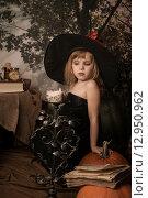 Купить «Эмоции маленькой ведьмы на хэллоуин», фото № 12950962, снято 1 ноября 2014 г. (c) Останина Екатерина / Фотобанк Лори