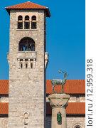 Купить «Колокольня церкви Благовещения и статуя оленя в гавани Мандраки. Родос, Родос, Додеканес, Греция», фото № 12959318, снято 5 июля 2015 г. (c) Andrei Nekrassov / Фотобанк Лори