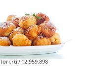 Купить «Жареные во фритюре творожные шарики», фото № 12959898, снято 28 октября 2015 г. (c) Peredniankina / Фотобанк Лори