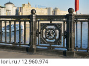 Купить «Фрагмент решётки Новоарбатского моста, город Москва», эксклюзивное фото № 12960974, снято 22 августа 2015 г. (c) Dmitry29 / Фотобанк Лори