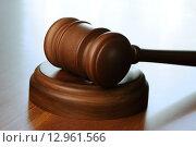 Купить «Судейский (аукционный) молоток с подставкой на столе», фото № 12961566, снято 16 октября 2015 г. (c) Денис Ларкин / Фотобанк Лори