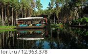 Купить «Пруд в зоне отдыха», видеоролик № 12963378, снято 6 октября 2015 г. (c) Потийко Сергей / Фотобанк Лори